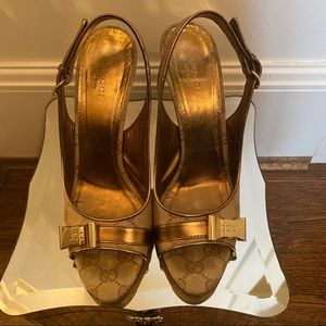 Gucci Gold Leather Buckle Sandals 37.5